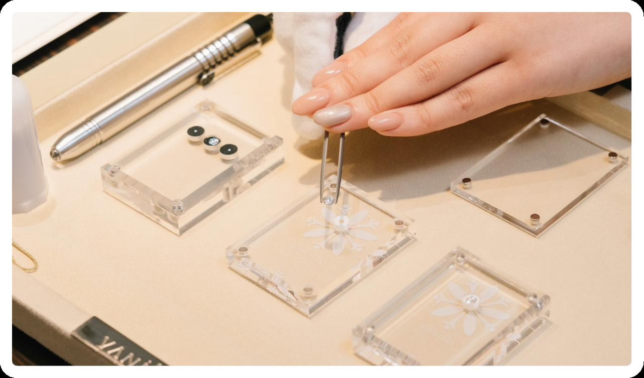 婚約指輪の場合はダイヤモンドを選びます