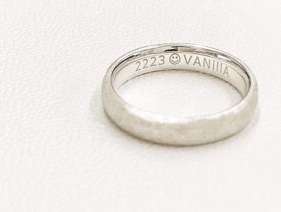 VANillA(ヴァニラ)の刻印のある指輪