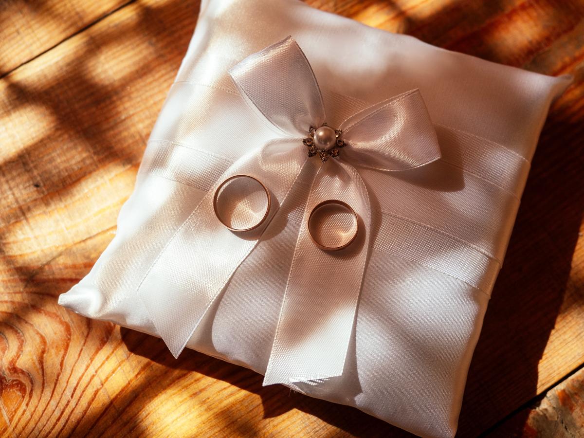ヴァニラ広島店とヴァニラ福山本店の結婚指輪のリングピロー