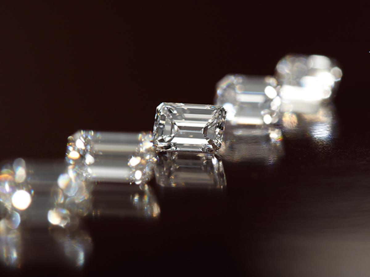 ヴァニラ広島店とヴァニラ福山店のエメラルドカットダイヤモンド