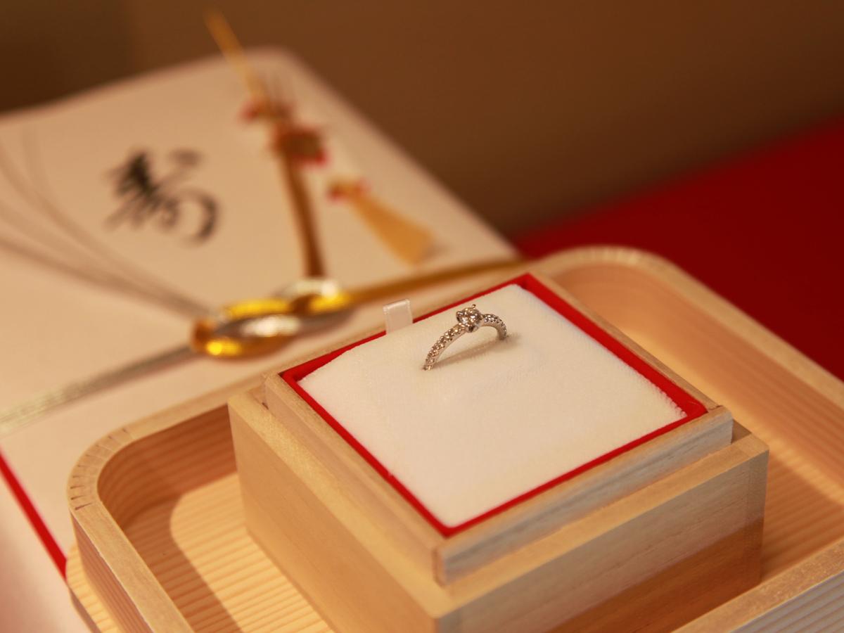 ヴァニラ広島店とヴァニラ福山本店の婚約指輪でエンゲージリングを入れる桐箱