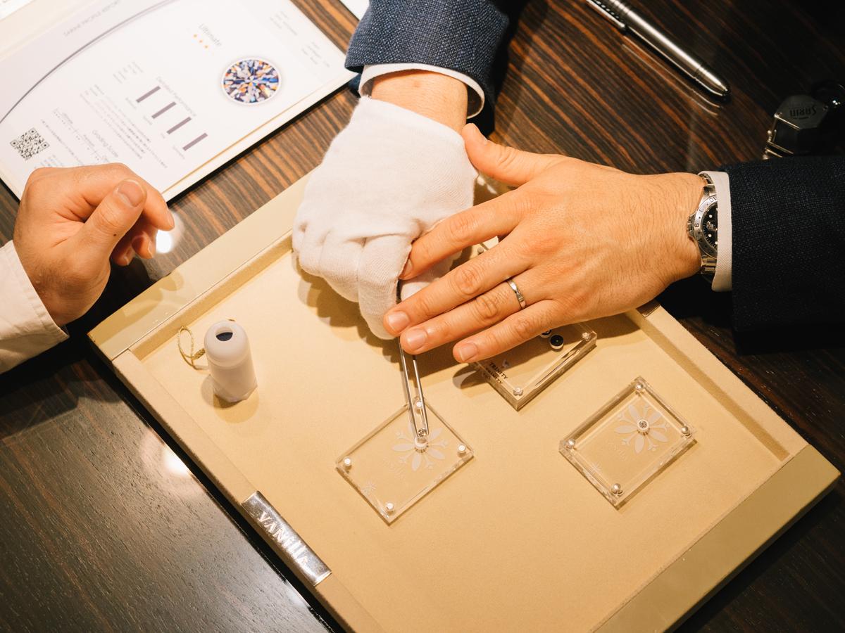 広島県広島市と広島県福山市にあるヴァニラ福山本店と広島店の婚約指輪でエンゲージリングのダイヤモンド選び