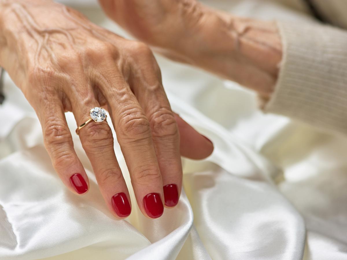 おばあちゃんとお母さんから受け継いだ婚約指輪でエンゲージリング