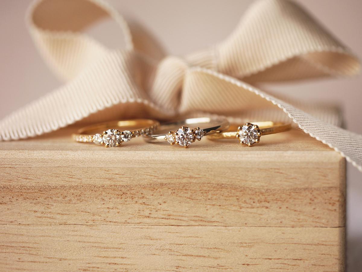 YUKA HOJO ユカホウジョウの婚約指輪のエンゲージリングで3本セット