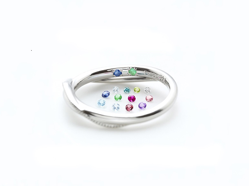 誕生石birthdaystoneを婚約指輪と結婚指輪の内側にセッティング